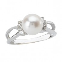Ladies Pearl and Diamond Ring