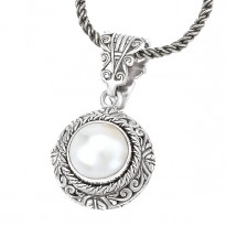 Ladies Fashion Pearl Pendant